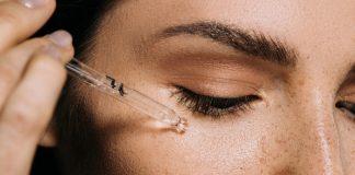 चेहऱ्याचा तेलकटपणा घालवण्यासाठी काही सोपे घरगुती उपाय..