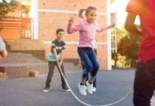 मुलांच्या मानसिक विकासासाठी मैदानी खेळांचे महत्त्व