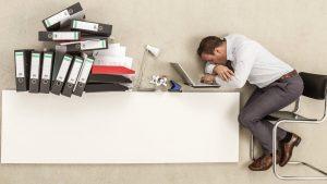 ऑफिस मध्ये असताना झोप येण्याची कारणे ऑफिसमध्ये झोप का येते