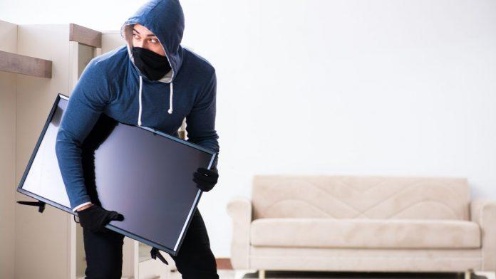 आपले घर चोरांपासून सुरक्षित कसे ठेवाल