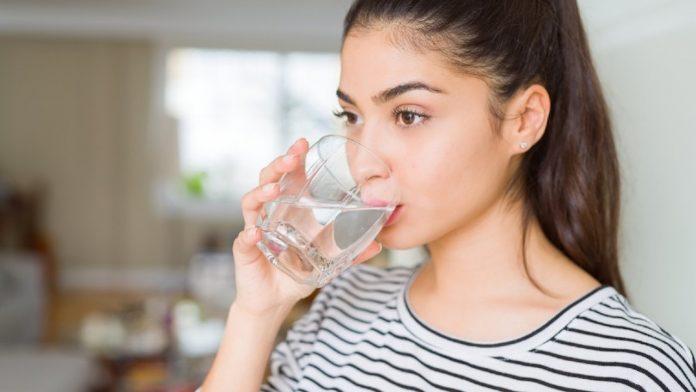 पाणी पिण्याच्या ७ सुयोग्य वेळा pani kevha pyave