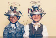 लहान मुलांना क्रिएटिव बनवण्यासाठी काय करावे लहान मुलांना आयुष्यात यशस्वी होण्यासाठी क्रिएटिव्ह बनवण्याच्या ११ टिप्स